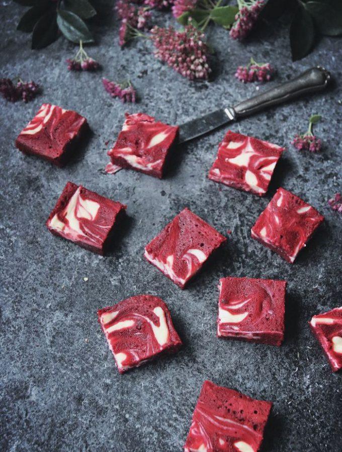 CHEESECAKE FYLLDA RED VELVET BROWNIES