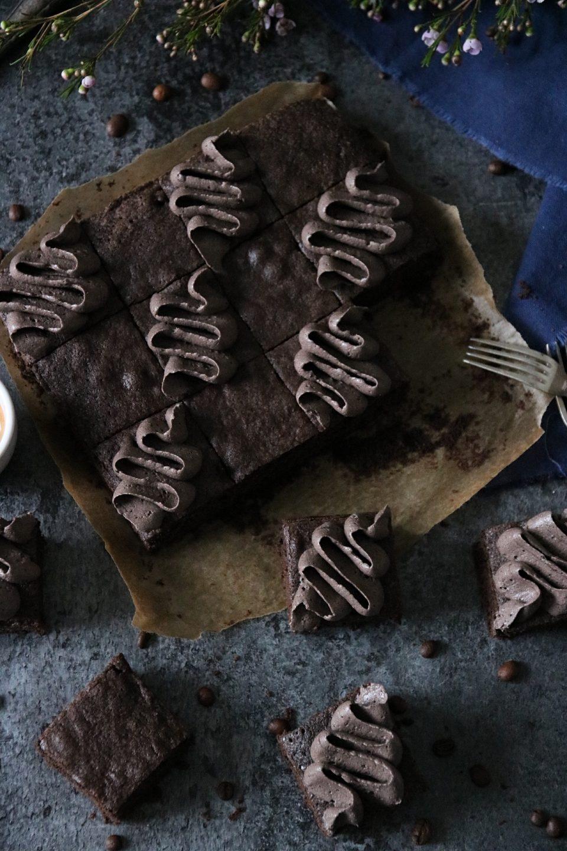 saftiga brownies med mockakräm