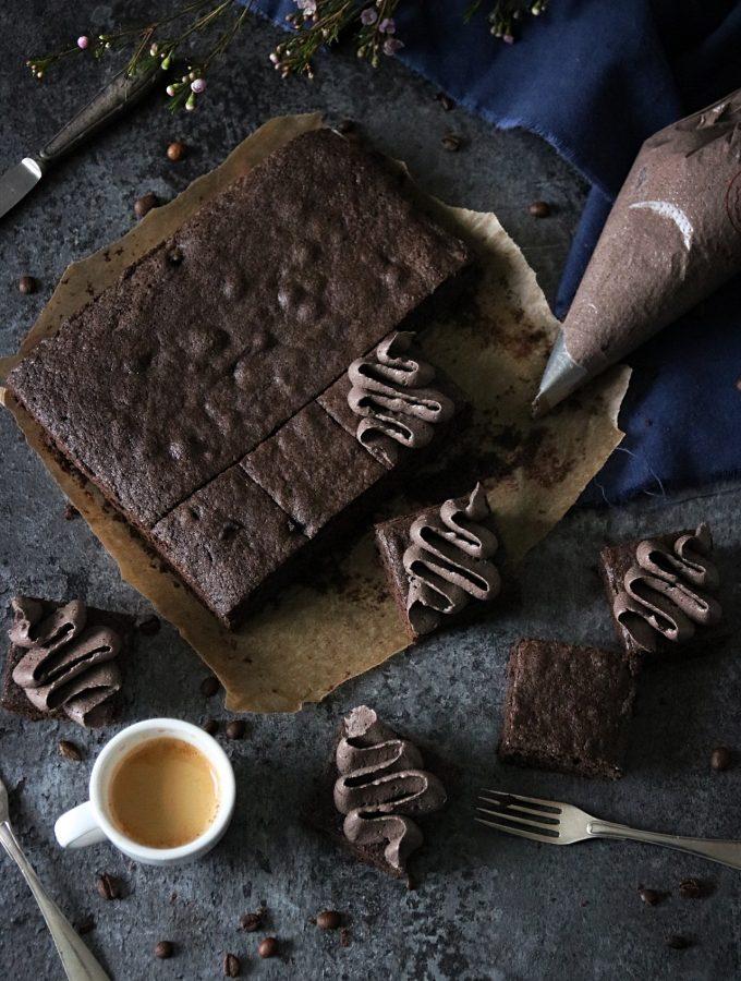 saftiga brownies med mockakräm 1