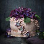 ANGEL FOOD CAKE TÅRTA MED FÄRSKOST FYLLNING OCH BLÅBÄRSPURÉ