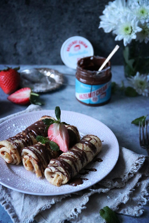 mjölk- och sockerfria pannkakor med mjöl av vete och rotfrukter fyllda med Barebells goda hasselnötskräm