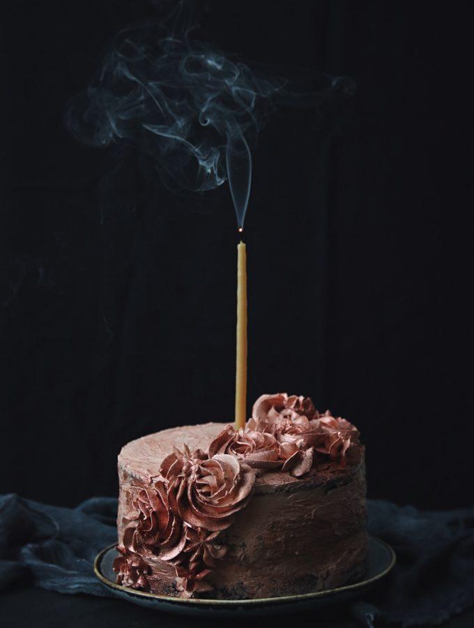 chokladtårta med körsbär