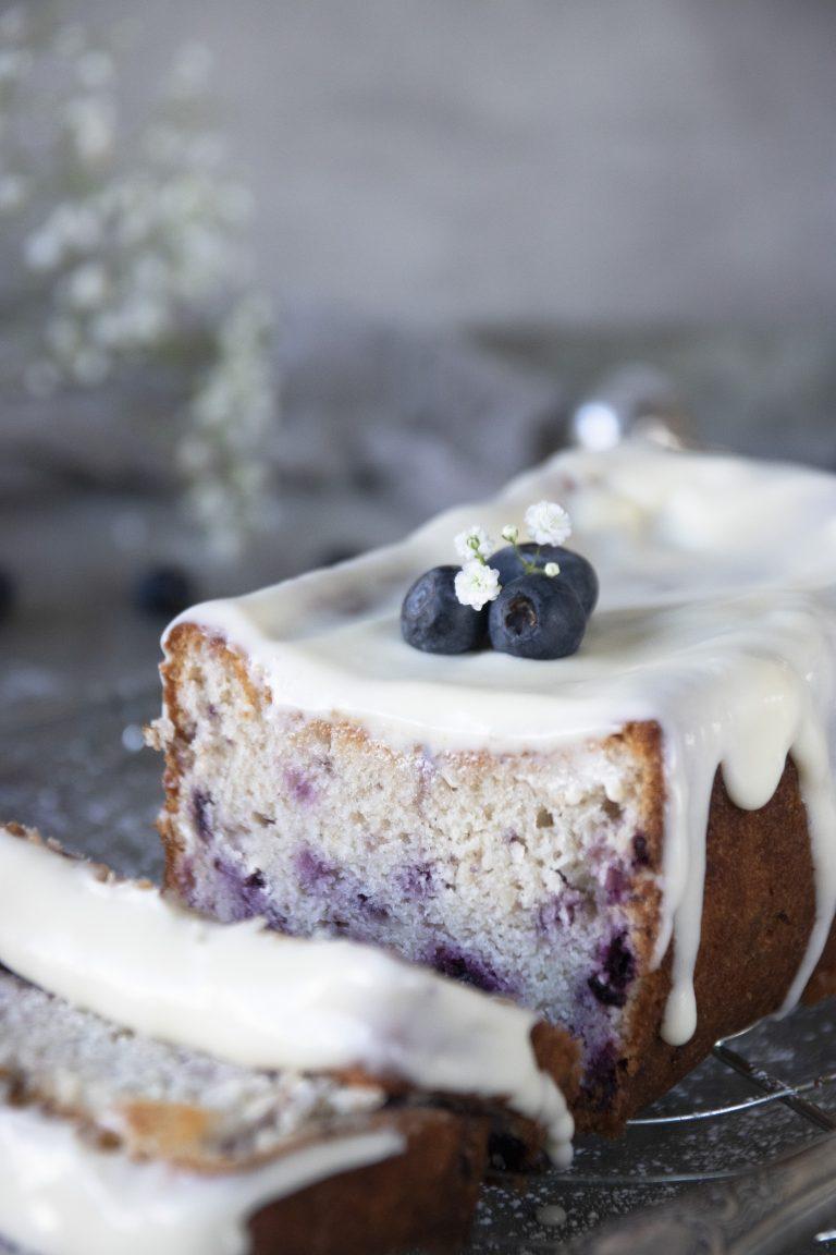 blåbärskaka med glasyr