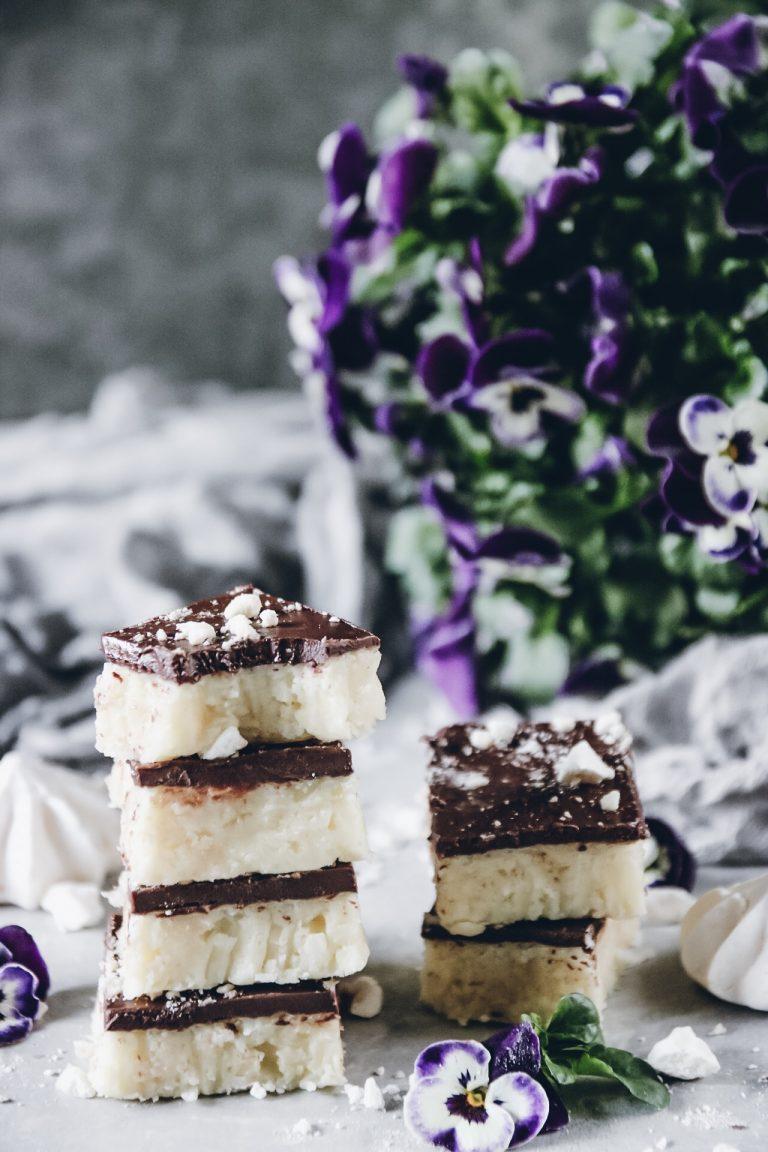 no-bake bars med kokos och choklad